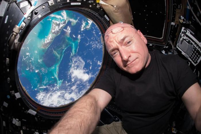 Astronauta que estuvo 1 año en el espacio regresó con 5 cm más de estatura