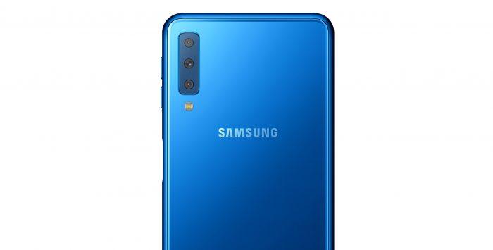 Samsung presenta su primer teléfono con triple cámara