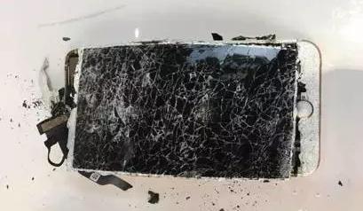 Apple afirma que si tu iPhone explota es culpa tuya