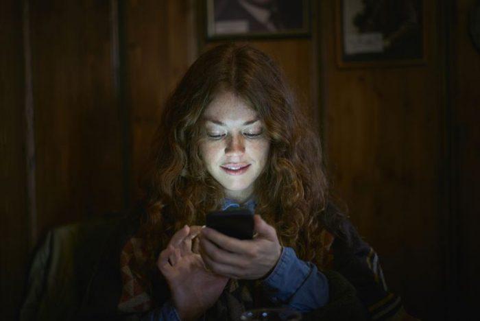 El Modo Noche de la pantalla de tu smartphone malogra tu sueño