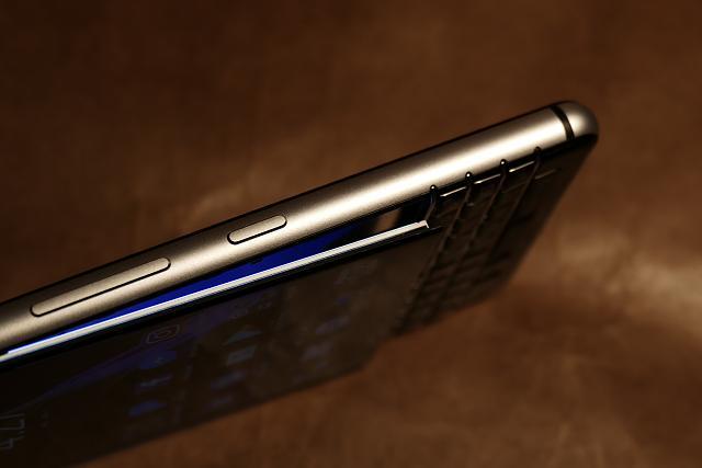 Las pantallas de algunos BlackBerry KEYone se despegan con el uso