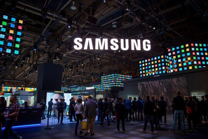 Samsung muestra nuevos prototipos de pantallas OLED plegables